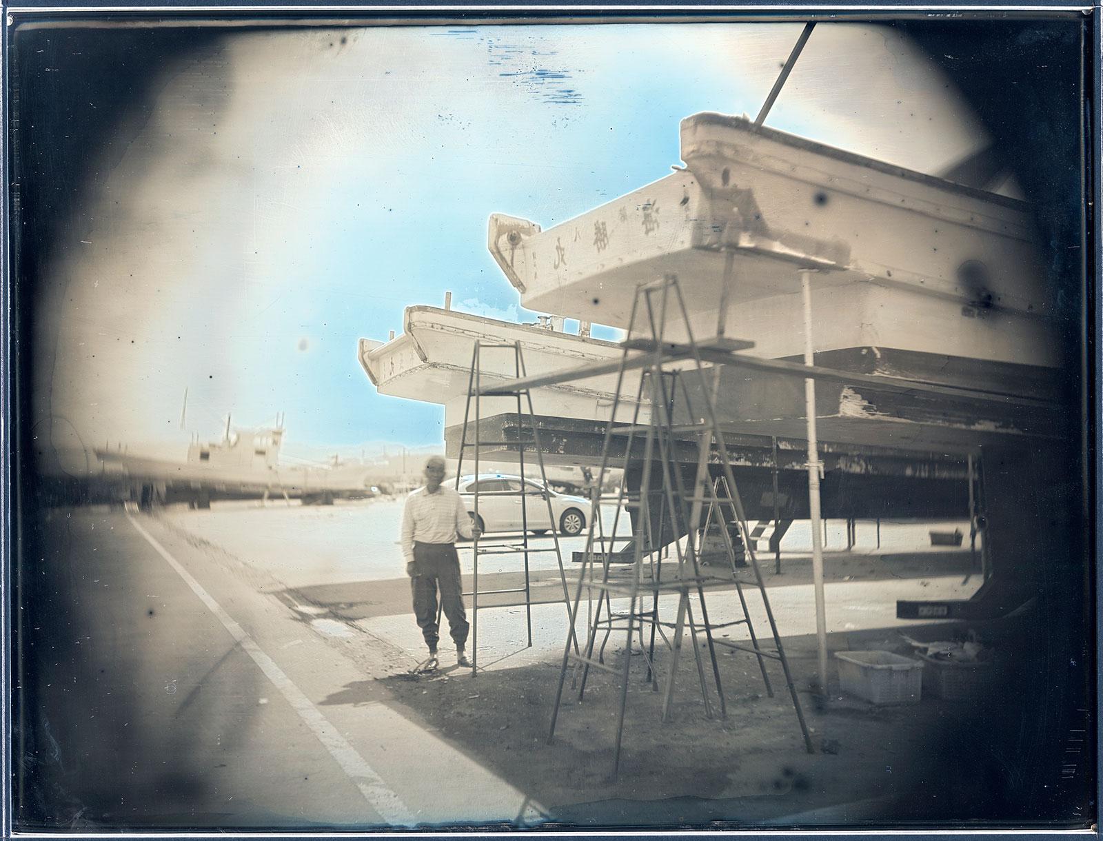 2012年6月27日、漁船の修理、渡部克彦、南相馬市鹿島区海老 June 27, 2012. Katsuhiko Watabe, Repairing Fishing Boats, Kashima, Minamisoma